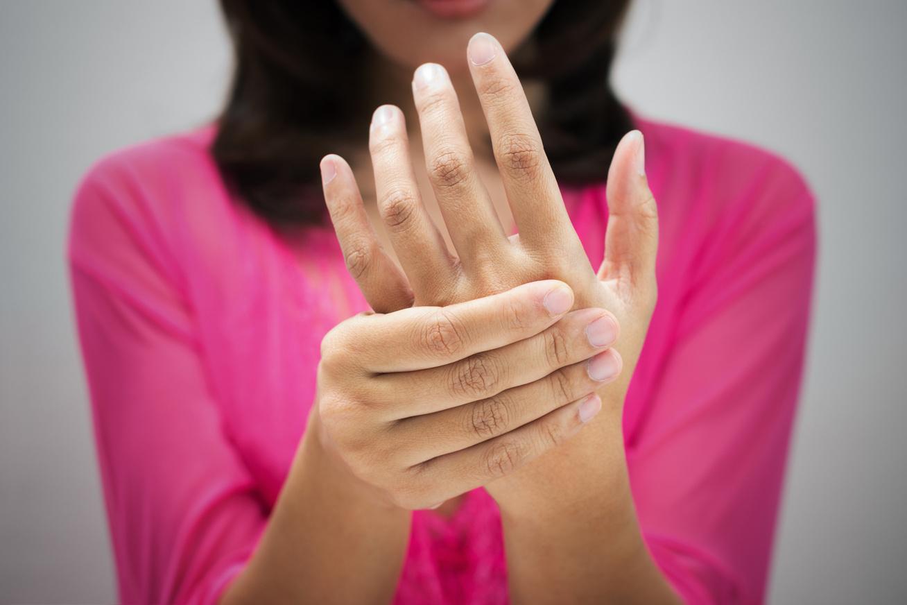 az ujjak közötti kukorica fáj a kezelésnek