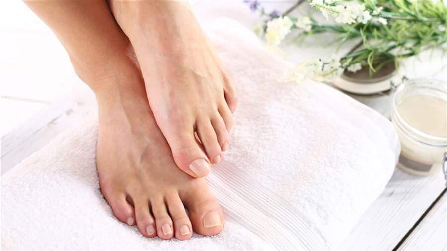 pattanások a lábujjak kezelése között